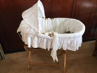 Retro carry cot with stand (1)