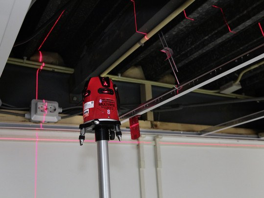 Multi-cross laser including tripod