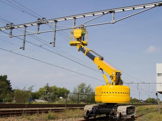 Elévateur À Nacelle Sur Chenilles Pour Travaux Ferroviaires