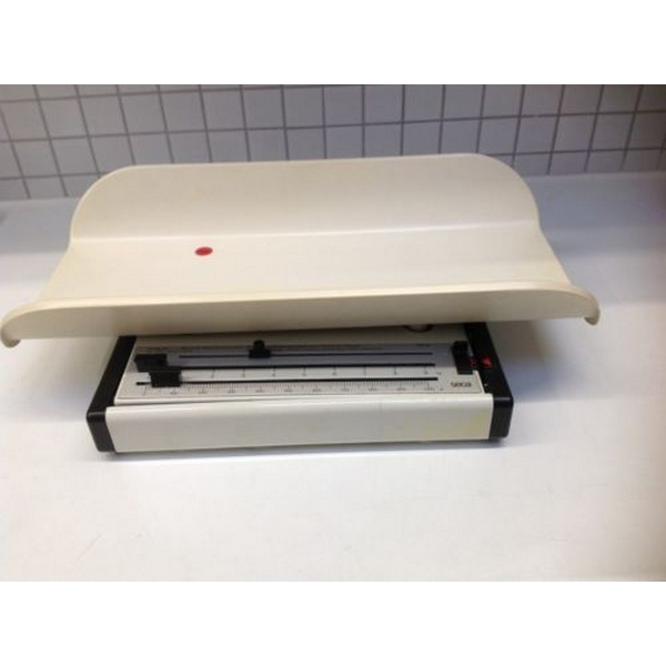 Mechanical baby scale with sliding weights